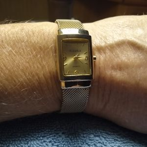Peck & Peck goldtone ladies watch with mesh band